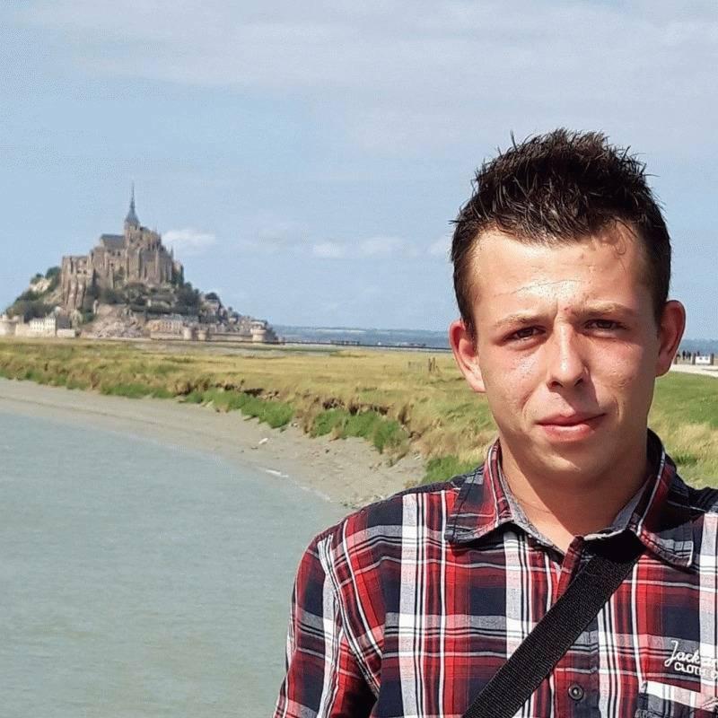 Eddy 24 ans Saint Marc le Blanc