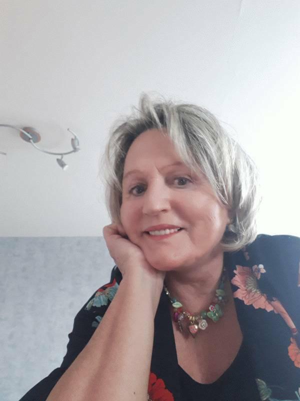 Nicole  69 ans Laval