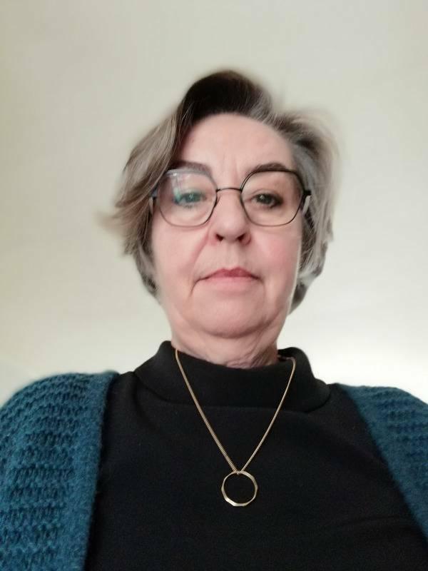 Sylvie  63 ans Croix