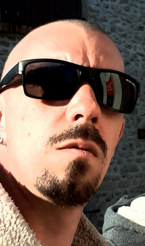 Dimitri  41 ans Pussay